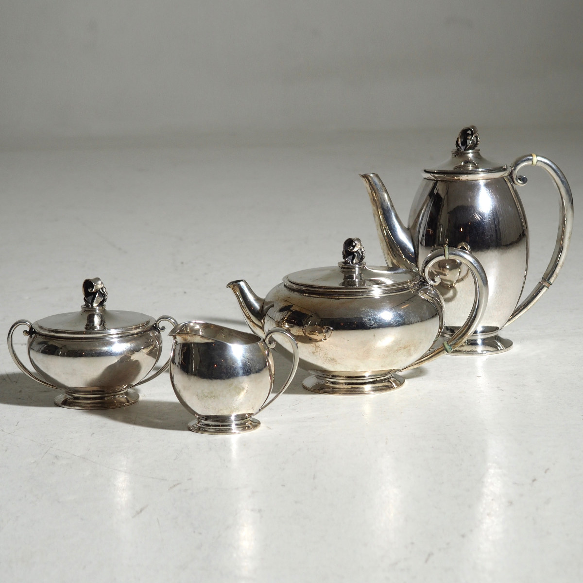 Coffe and thé set, signed 1937. - € 1.400