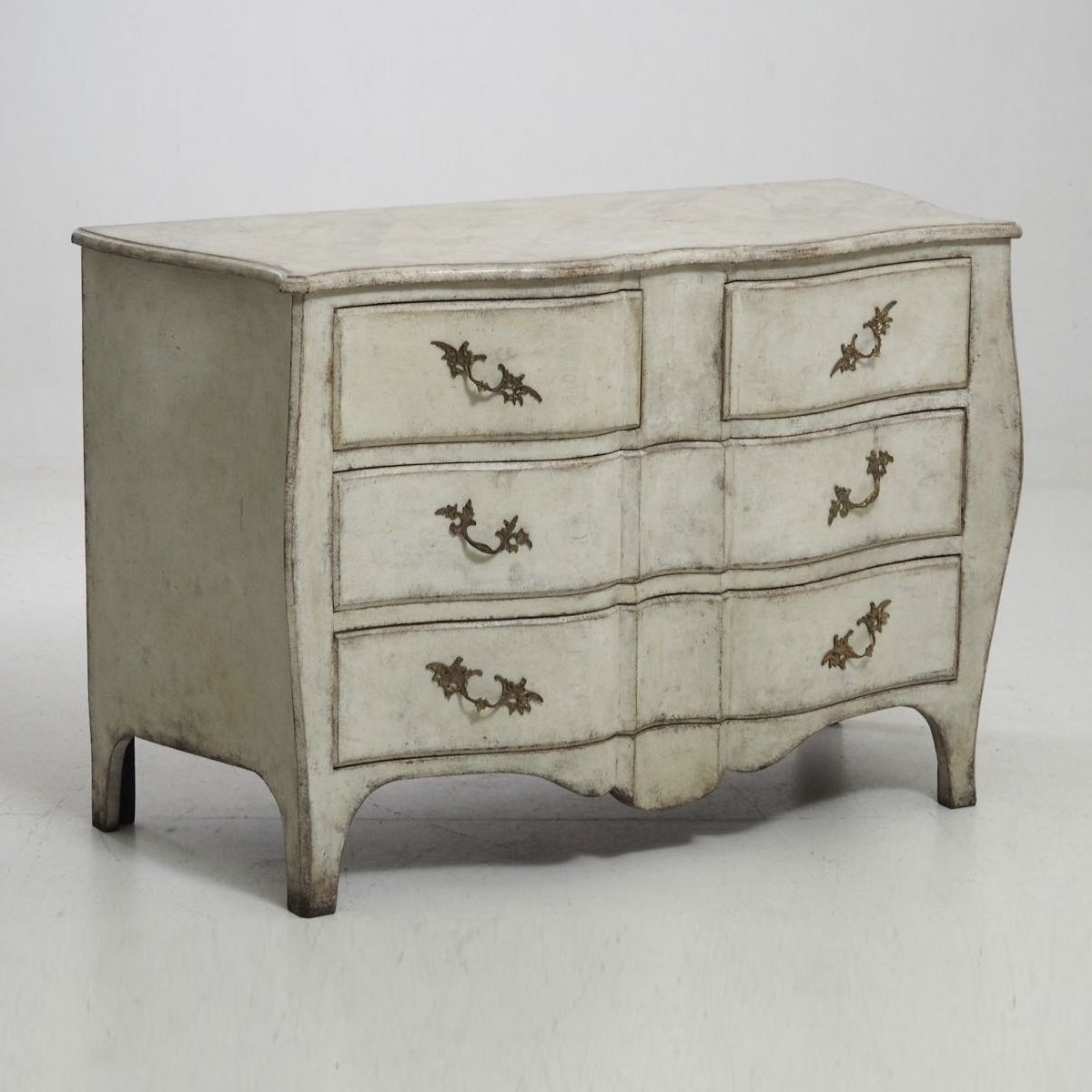 Swedish chest in Rococo style, 19th C. - € 2.000