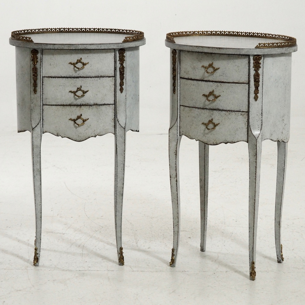 Pair of French side tables. - € 1.400
