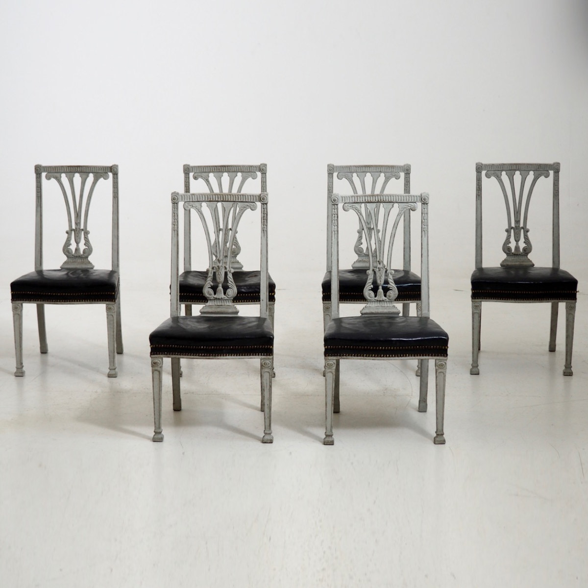 Six large dining chairs, 19th C. - € 2.400