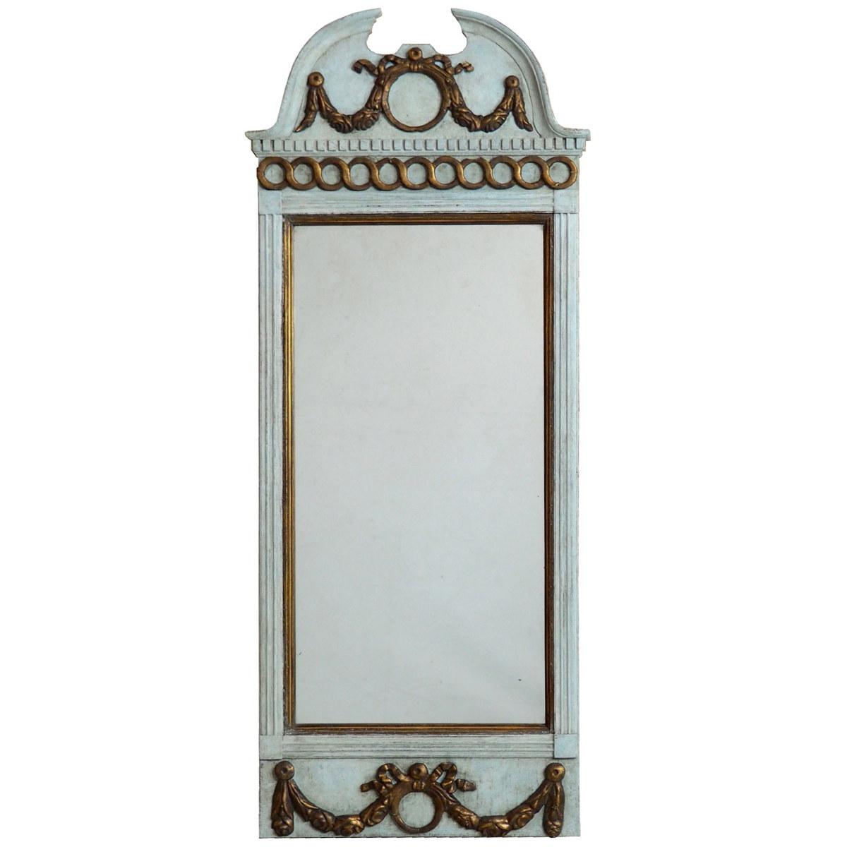 Fine Gustavian mirror, circa 1780. - € 1.000