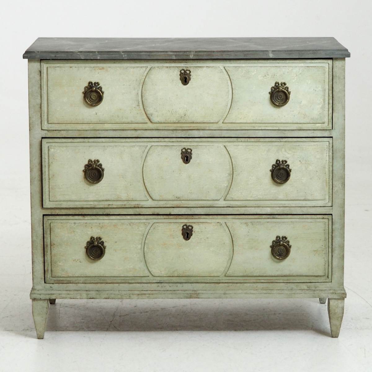 Fine Gustavian style chest, 19th C. - € 1.600