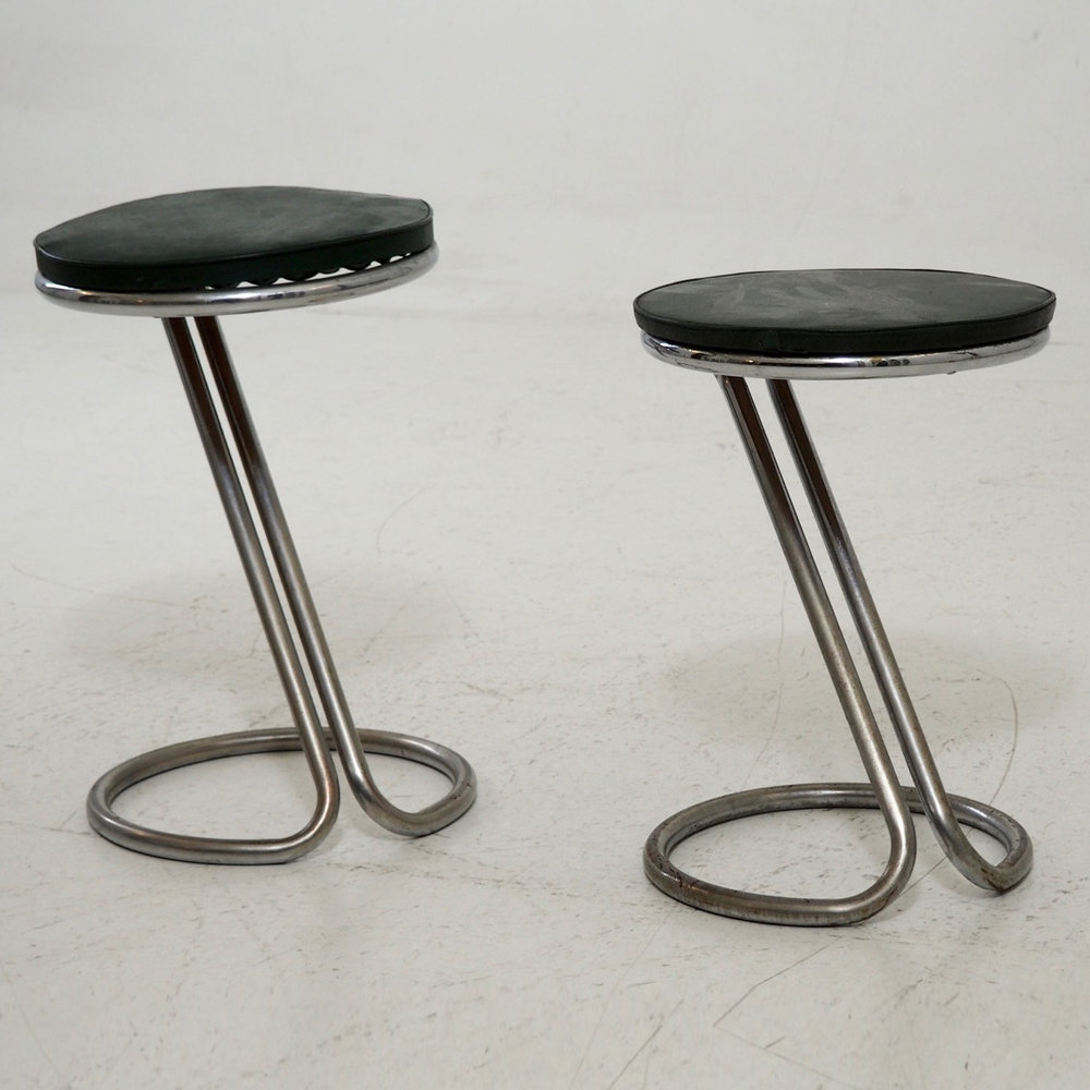 Two Art Deco piano chairs. - € 600