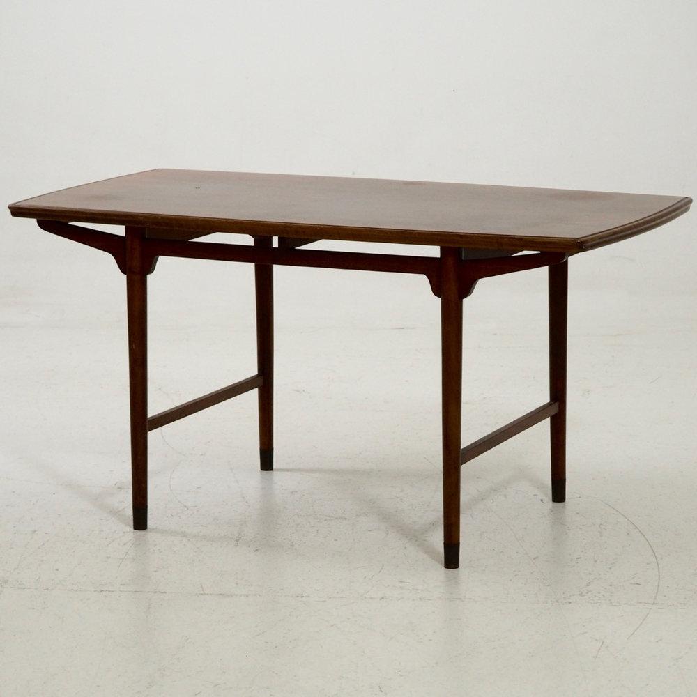 Freestanding coffee table, circa 1960. - € 800