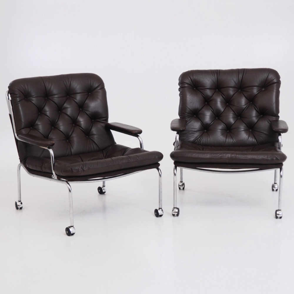 Two fine lounge armchairs, 1960's. - € 1.500