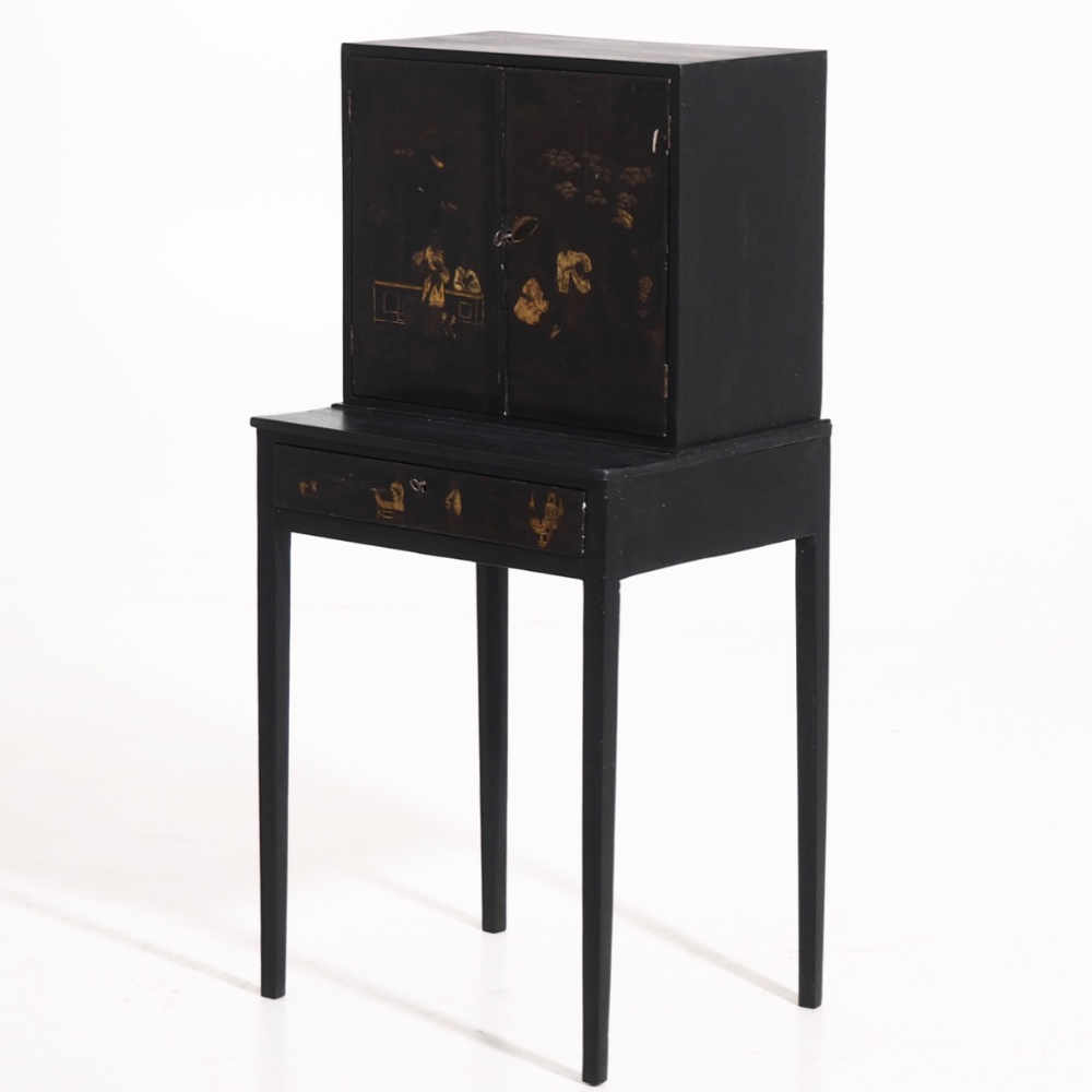 Rare Chinese lacquer cabinet, 18th C - € 1.500