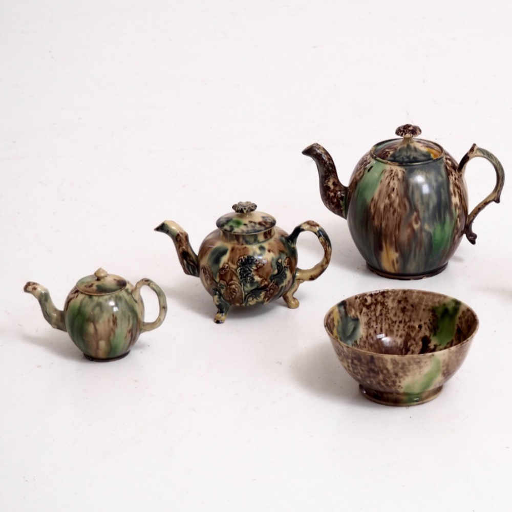 Very rare teapots and bowl, 18th C. - € 1.500