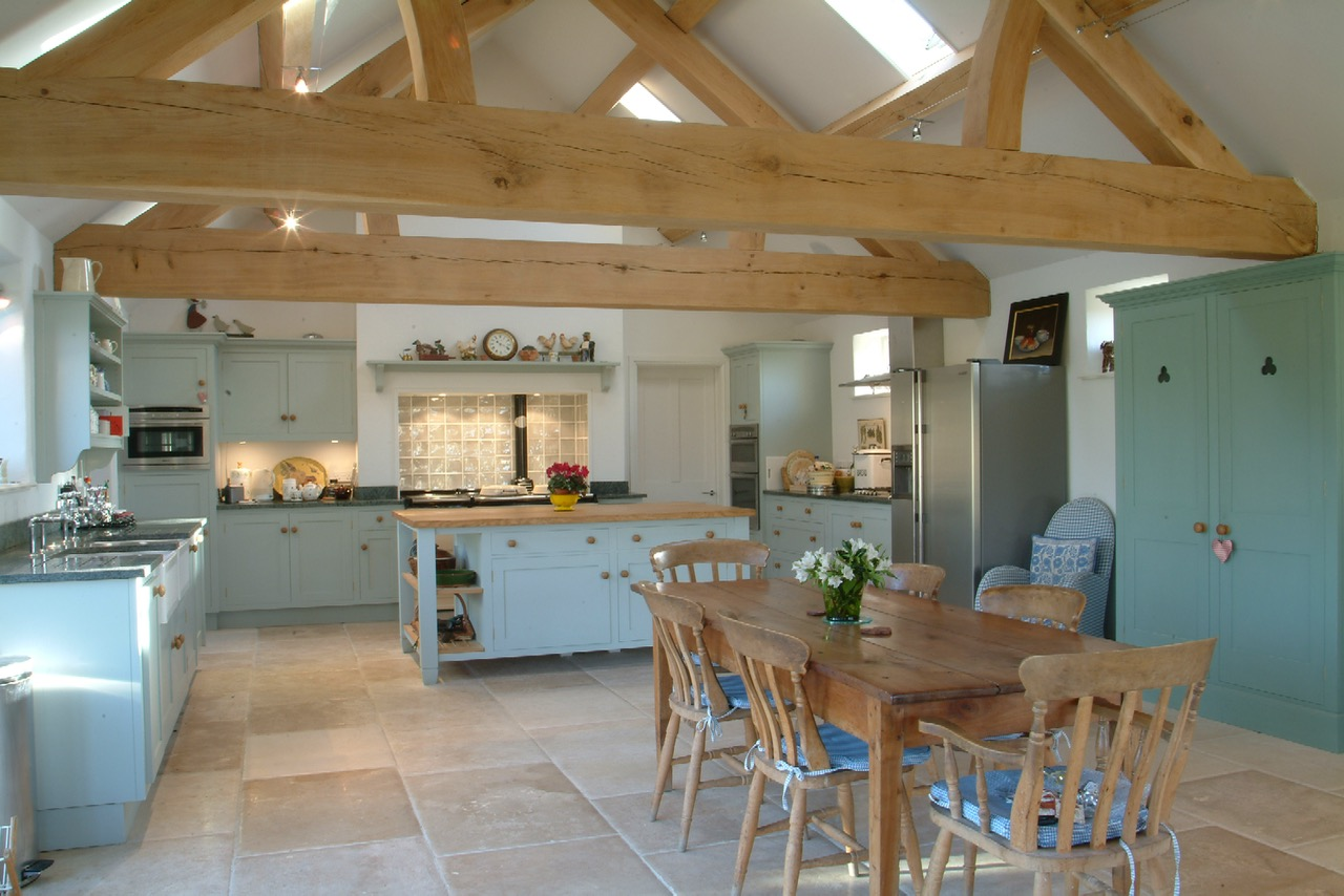 A COTSWOLD KITCHEN