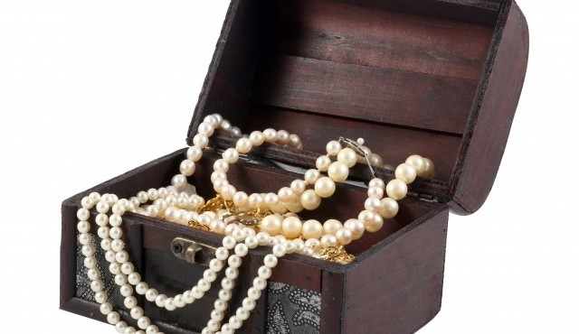 jewellery box pearls.jpg