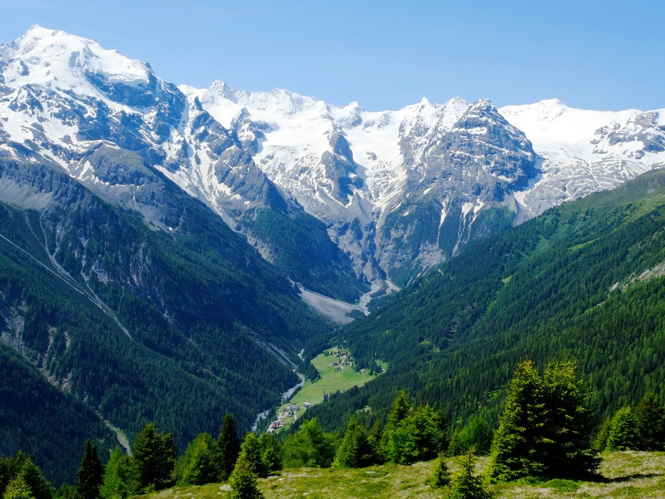 stelvio+national+park+instagrammable+places+in+lombardy.+albergo+miramonti+.jpg