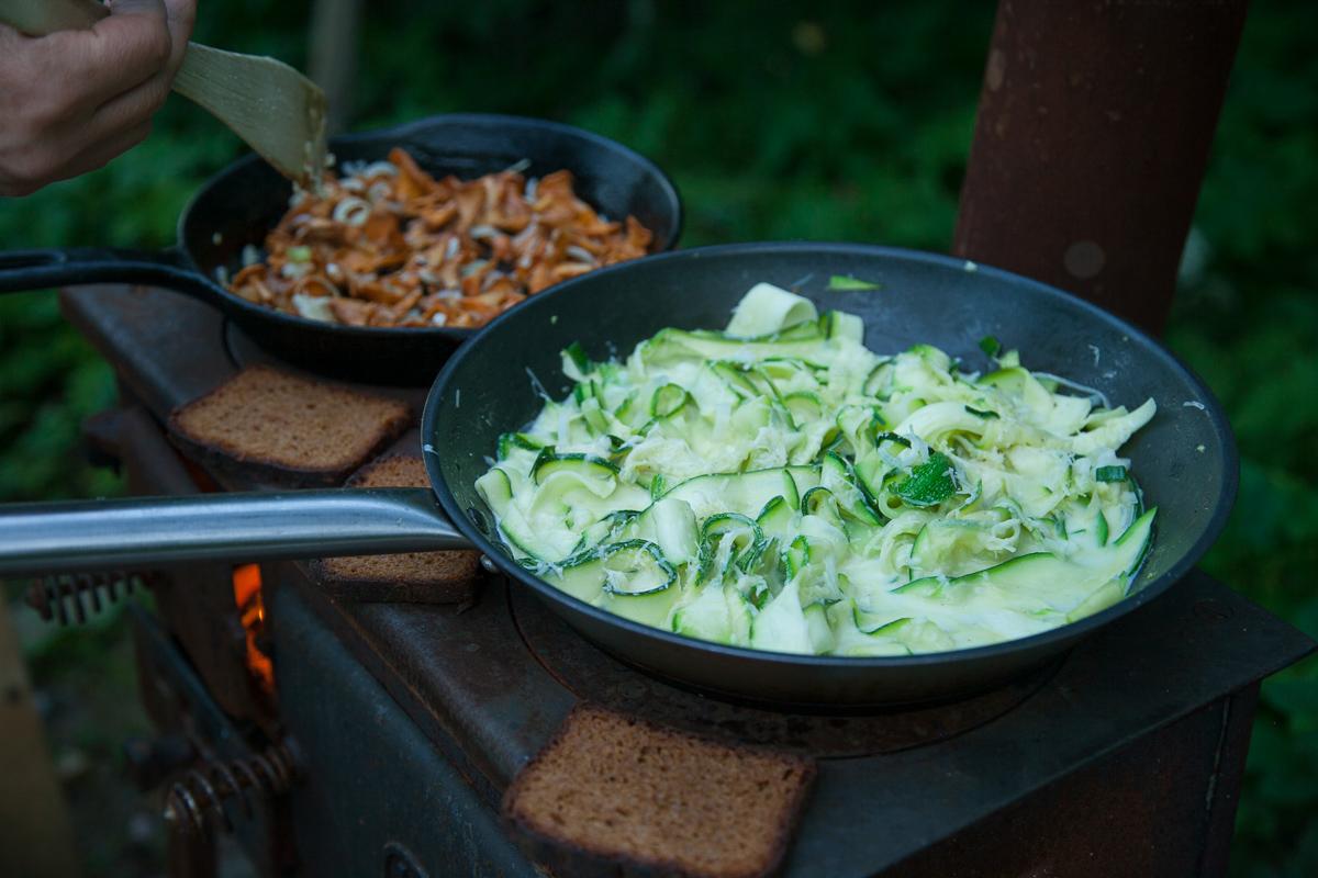 kesäkurpitsatagliatelle kanttarelli kesäruokaa ruokablogi