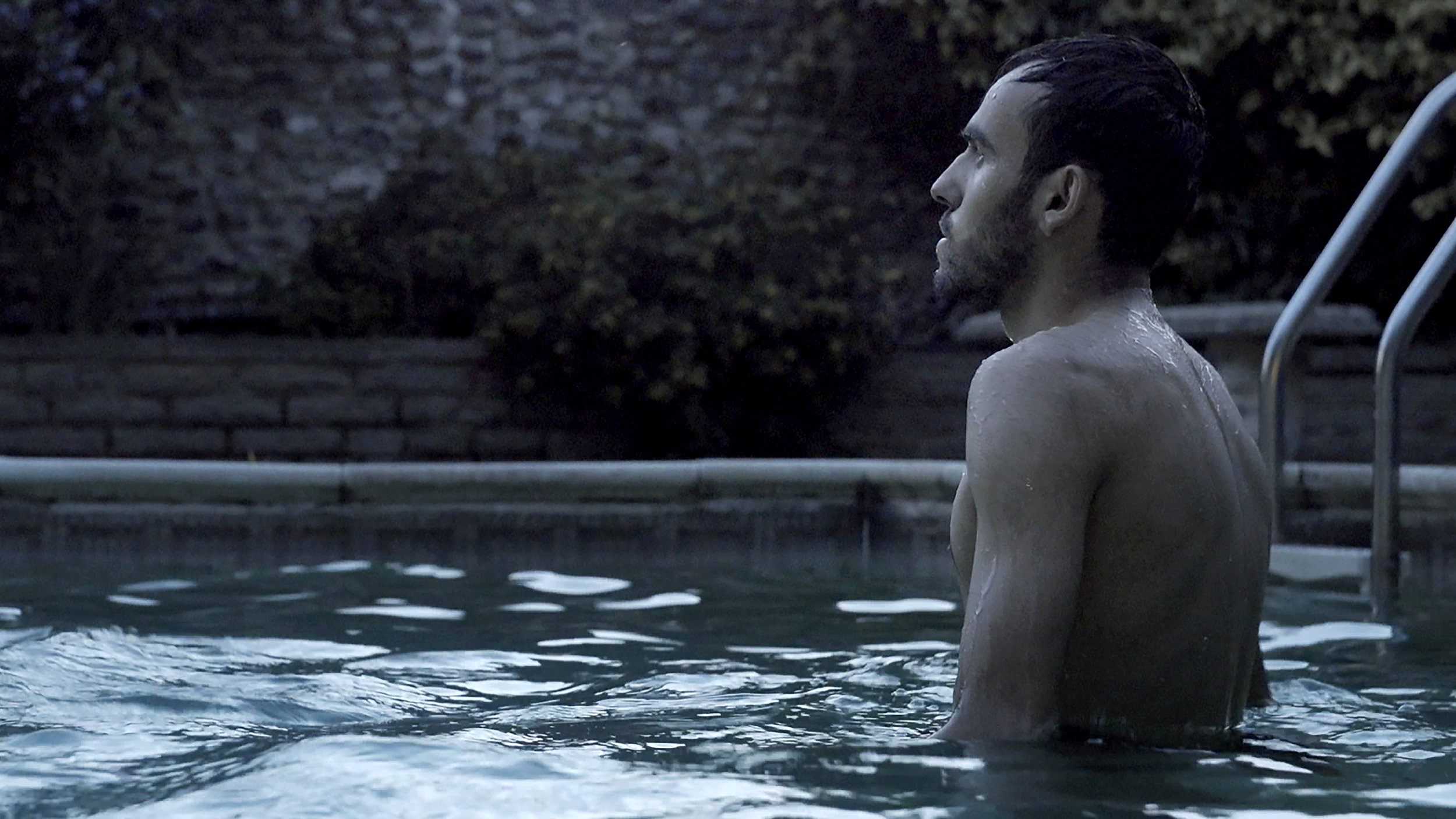 Listen to Britain / Learning To Swim - FILM