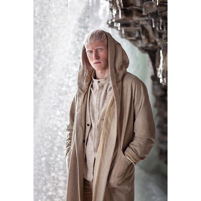 #shortfilm #prana photographer @cho.earthist  model @david_trojer @spmodels fashion @teresamaircoatcouture . . . . . . . . . #TERESAMAIRcoatcouture #photography #fashion #design #fashiondesigner #coat #couture #collection #madeintirol #organic #linen #wool #innsbruck #fashionblogger #style #textiledesign #knitting