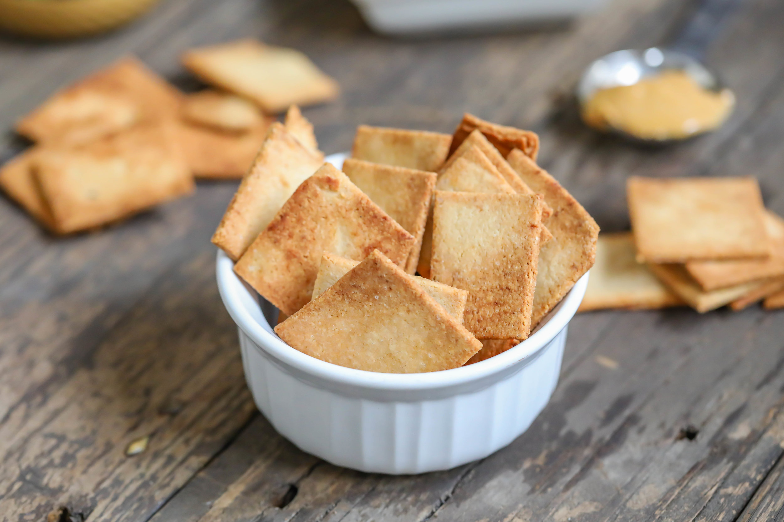 """Grain-free """"Buttery"""" Crackers"""