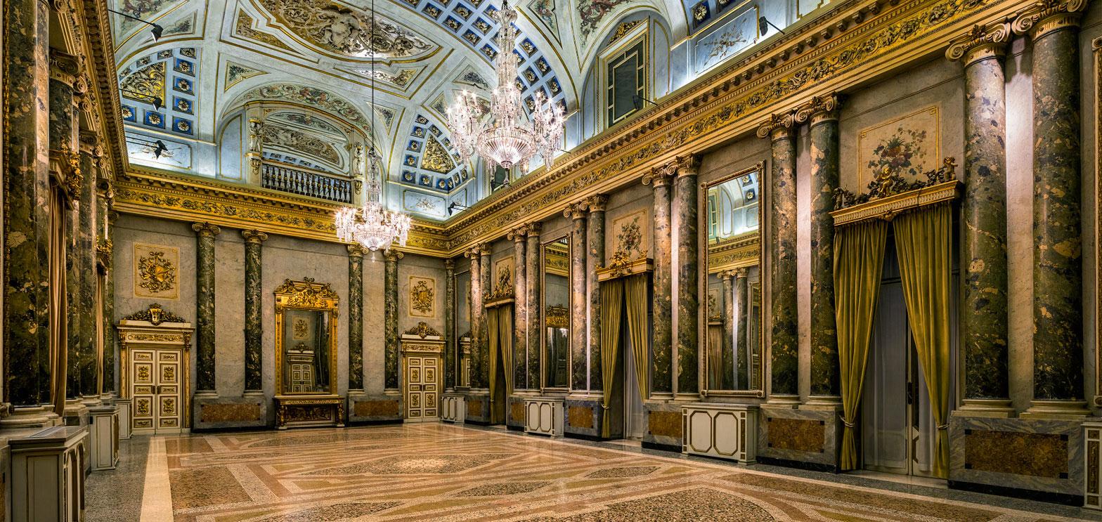 bohemian-crystal-chandeliers-lasvit-palazzo-serbelloni-milan-design-week-2016_dezeen_1568_2.jpg
