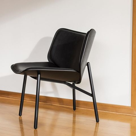 DAPPER Lounge Chair by Doshi Levien