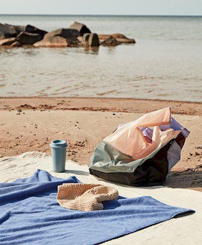Six-Colour Bag L No 2 / Paquet Coffee Cup blue / Frotté Bath Towel blue