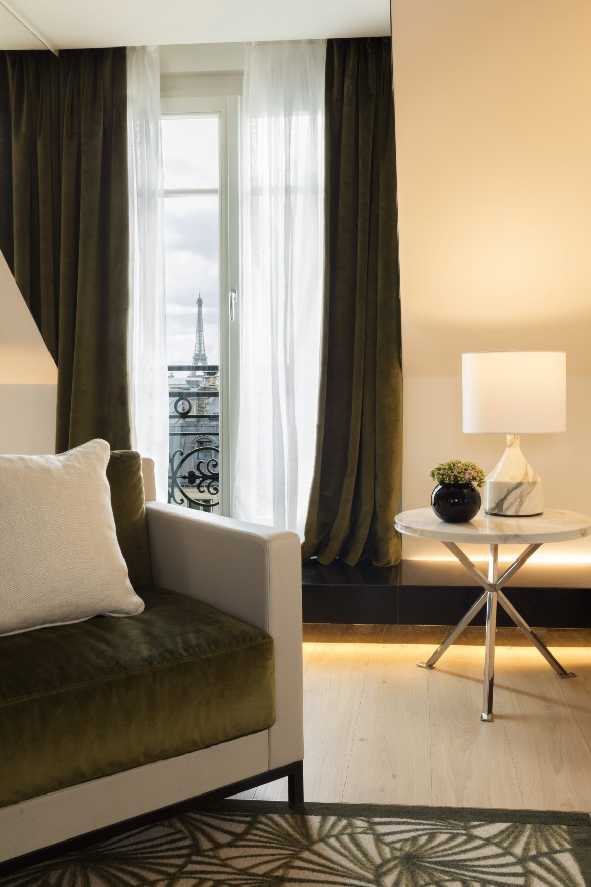 hyatt-paris-madeleine-presidential-suite-living-room-eiffel-view-min-1170x1755.jpg
