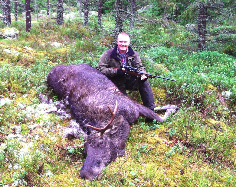 Kjell posing after a successful hunt in Dalarna, Sweden. The young bull moose has the typical  cervina  antlers that is common in the South of Sweden. In the North the larger  palmate  antlers are more common.