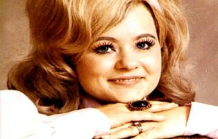 eyes-of-tammy-faye-2.jpg