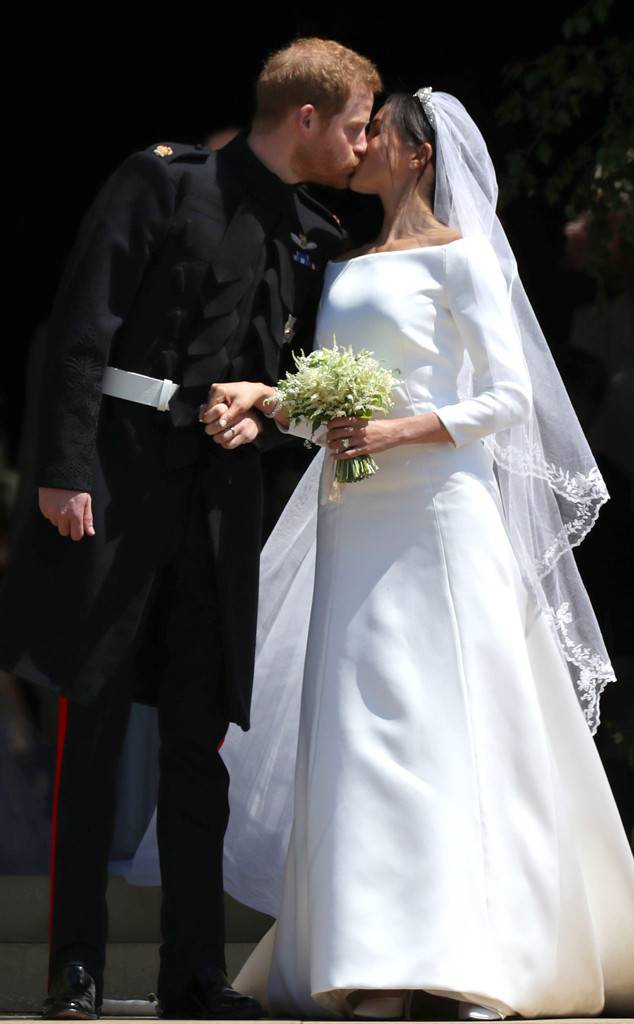 rs_634x1024-180519052611-634.4kiss-royal-wedding-prince-harry-meghan-markle-carriage.jpg