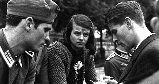 Hans-left-and-Sophie-Scholl-with-member-of-the-White-Rose-movement-660x350-1520311536.jpg
