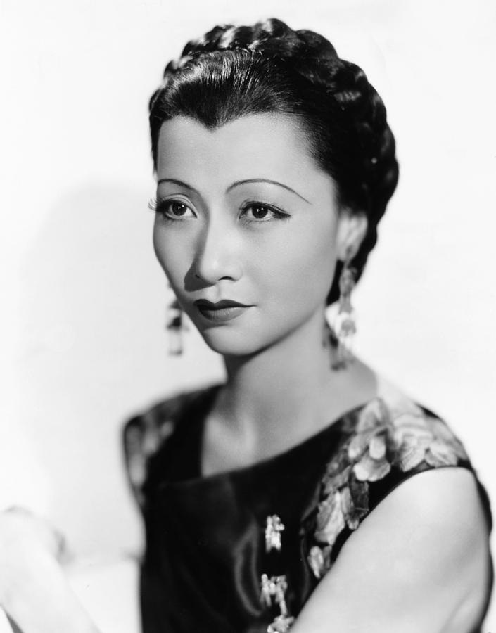 anna-may-wong-paramount-portrait-1934-everett.jpg