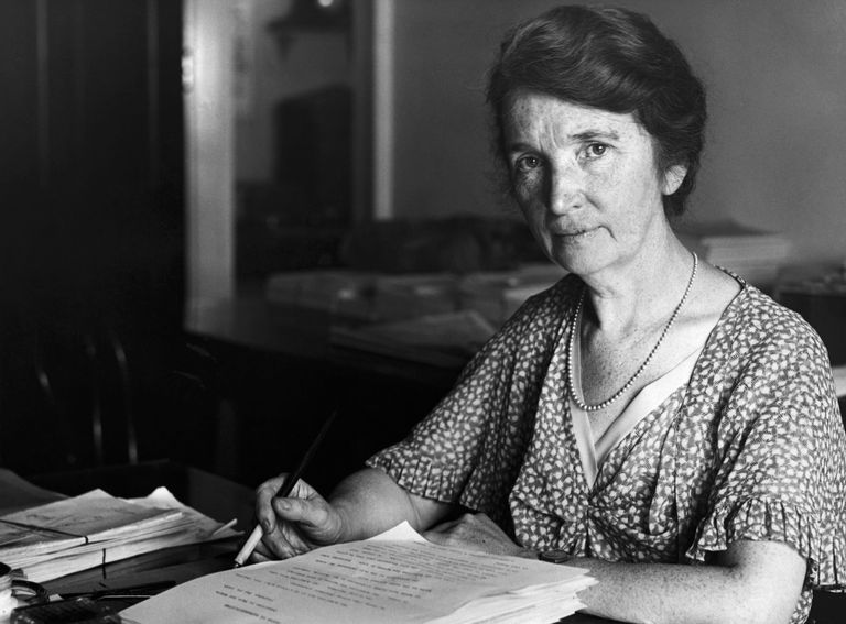 margaret-sanger-seated-at-desk-514882434-5c49f31246e0fb000137b82e.jpg