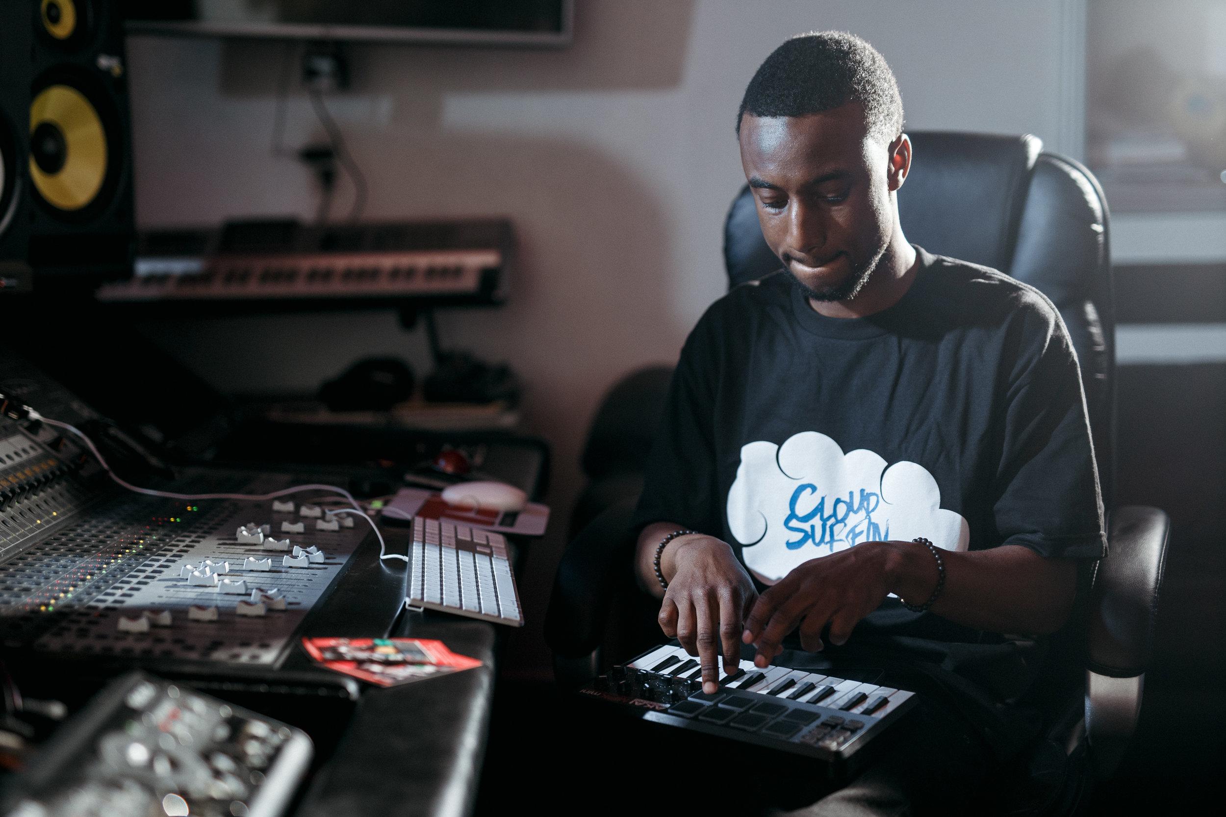 Barz.io_studio_recording_engineer_beatmaker.jpg