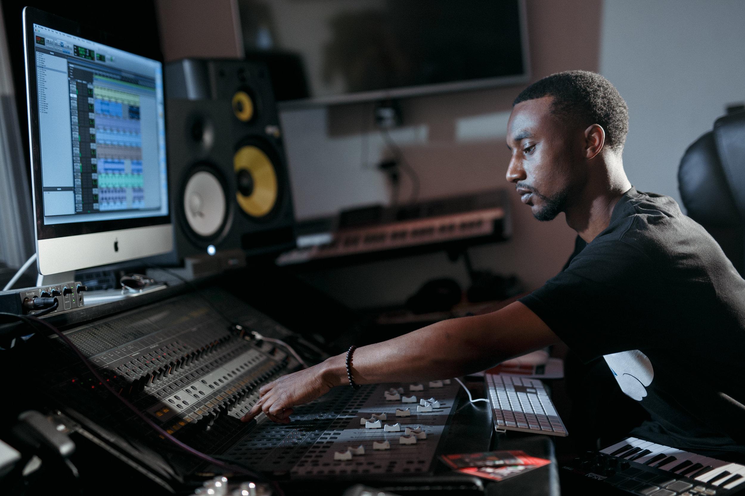 Barz.io_studio_recording_engineer.jpg