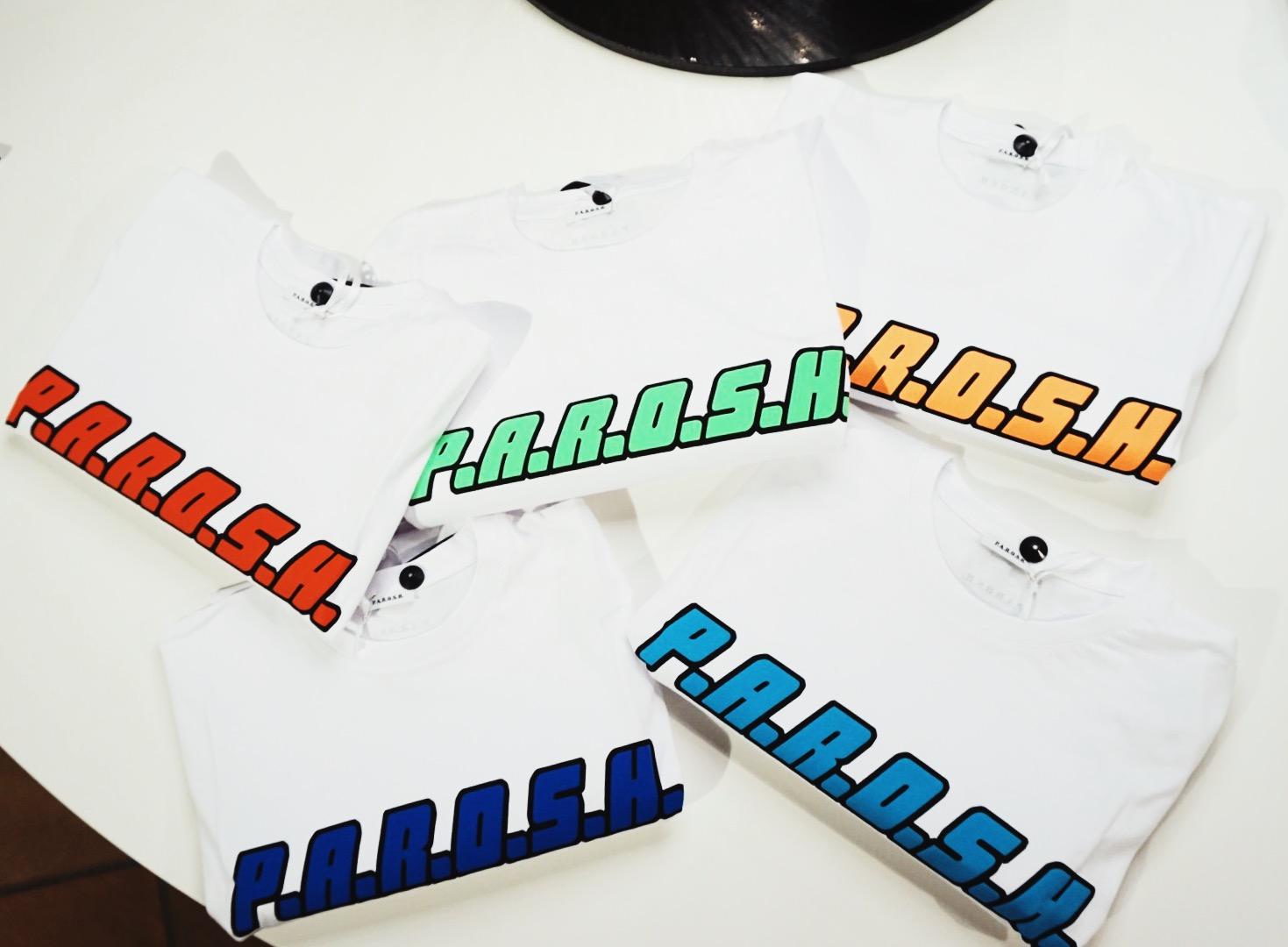 nIEUW BINNEN! - Deze gave t-shirts van Parosh zijn back in stock. Mix and match deze t-shirts onder een jeans, lange rok of speel met verschillende kleuren.