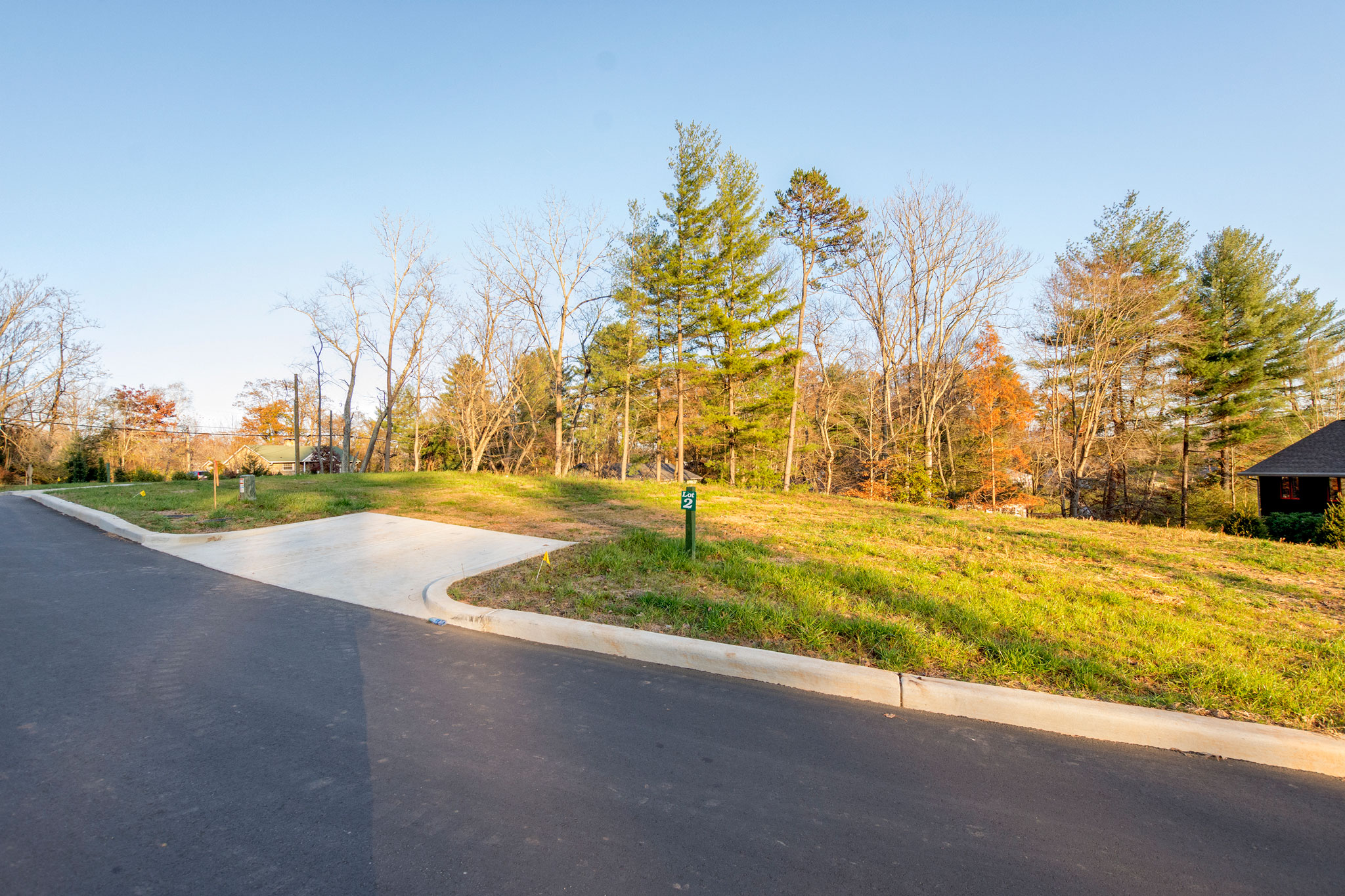 Level to Gently Sloping Lot