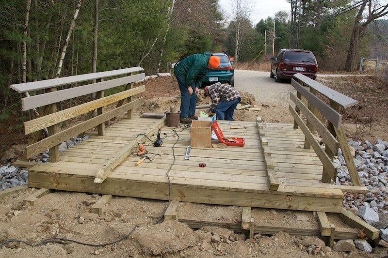 Attaching the deck curbs