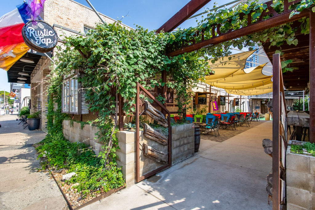 Rustic Tap - Country Patio Bar on West 6th Street - 25-500 Guests