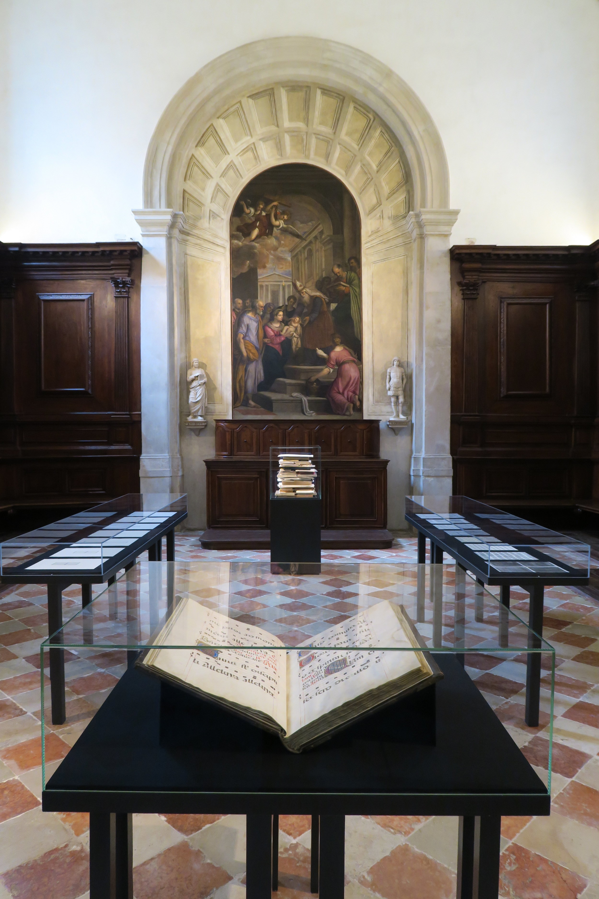 Installation of Linda Karshan's drawing in the San Giorgio Maggiore Sacristy, August 25, 2018.