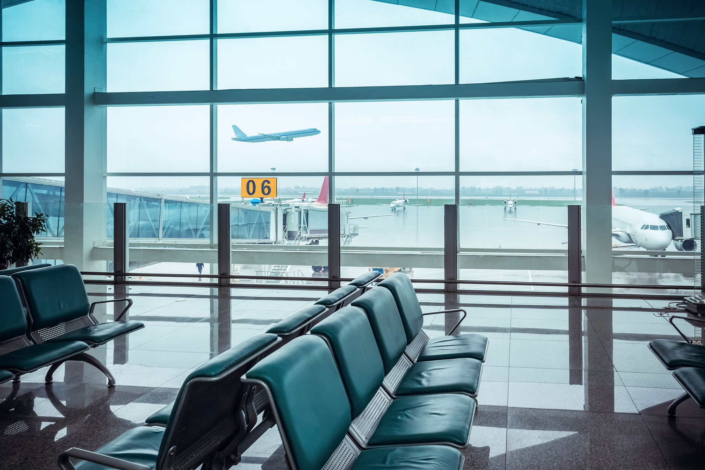 airport-window-view-and-seat-PNVQCY8.jpg