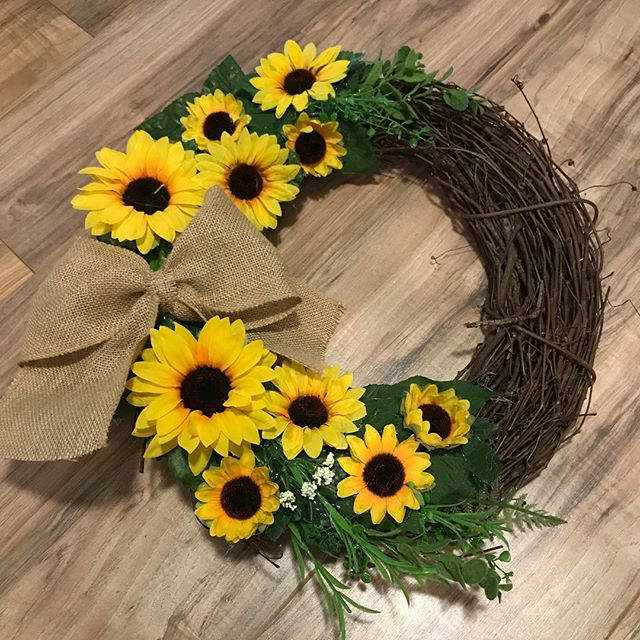A tribute to my favorite flower! LHBDesigns🌻#wreath