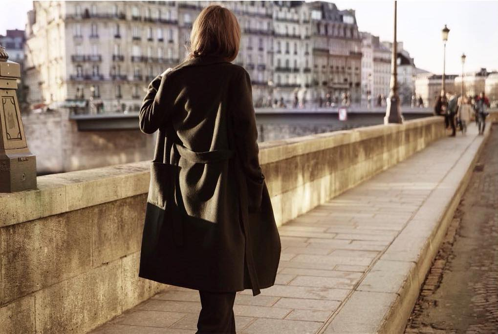 Made in paris - La qualité des vêtements, la rapidité du service et l'impact environnemental et social positif que laisse la marque sont tout autant de victoires qui peuvent être attribuées au lieu de naissance des créations de Camille. Paris je t'aime !