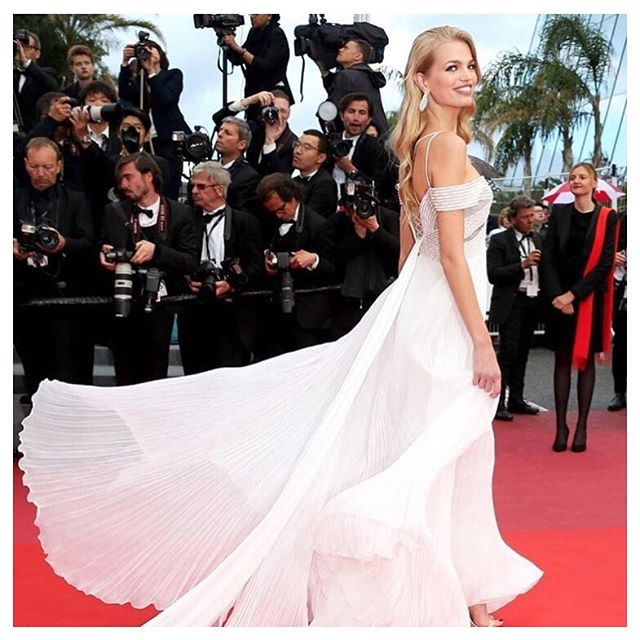 • Bridal style on the red carpet • #camilledreams #slowlife