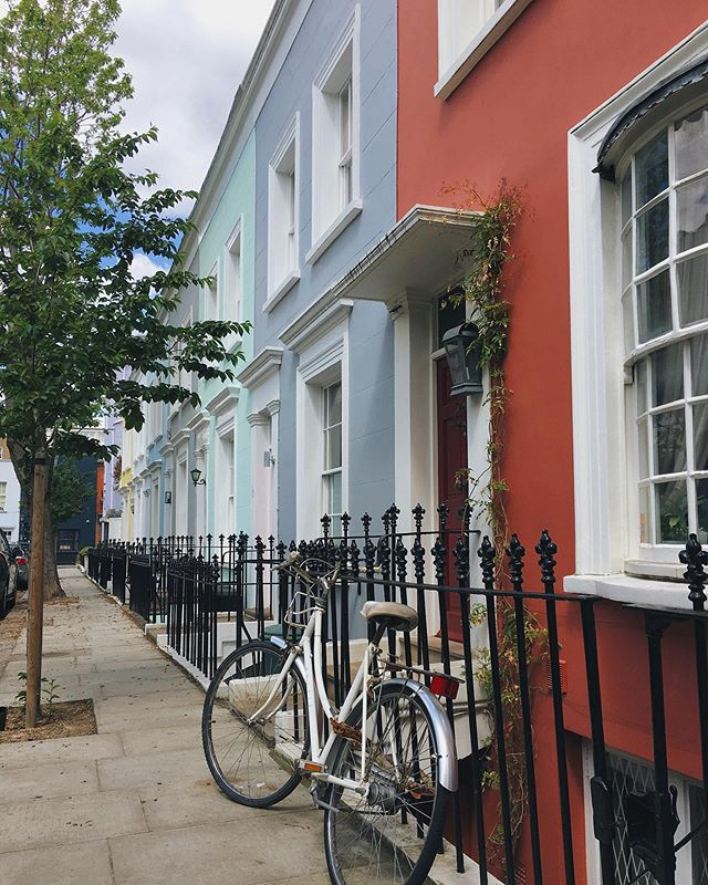 Had a lovely day strolling some pretty london streets with @rianna_elizabeth last weekend, pretty much wishing we lived here. Or next door to here. Or the house after that. Heck, I'd even take the one after that. 🏡 meanwhile, house hunting in Walthamstow continues. Do you think we can encourage everyone in E17 to paint their houses different colours? 🎨