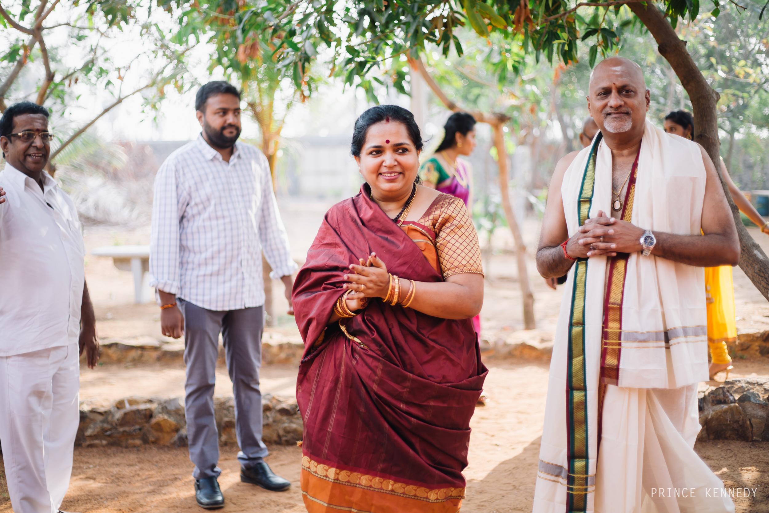 Athmajja-Nithesh-Engagement-Couple-Portrait-Portraiture-Wedding-Couple-Portrait-Chennai-Photographer-Candid-Photography-Destination-Best-Prince-Kennedy-Photography-28.jpg