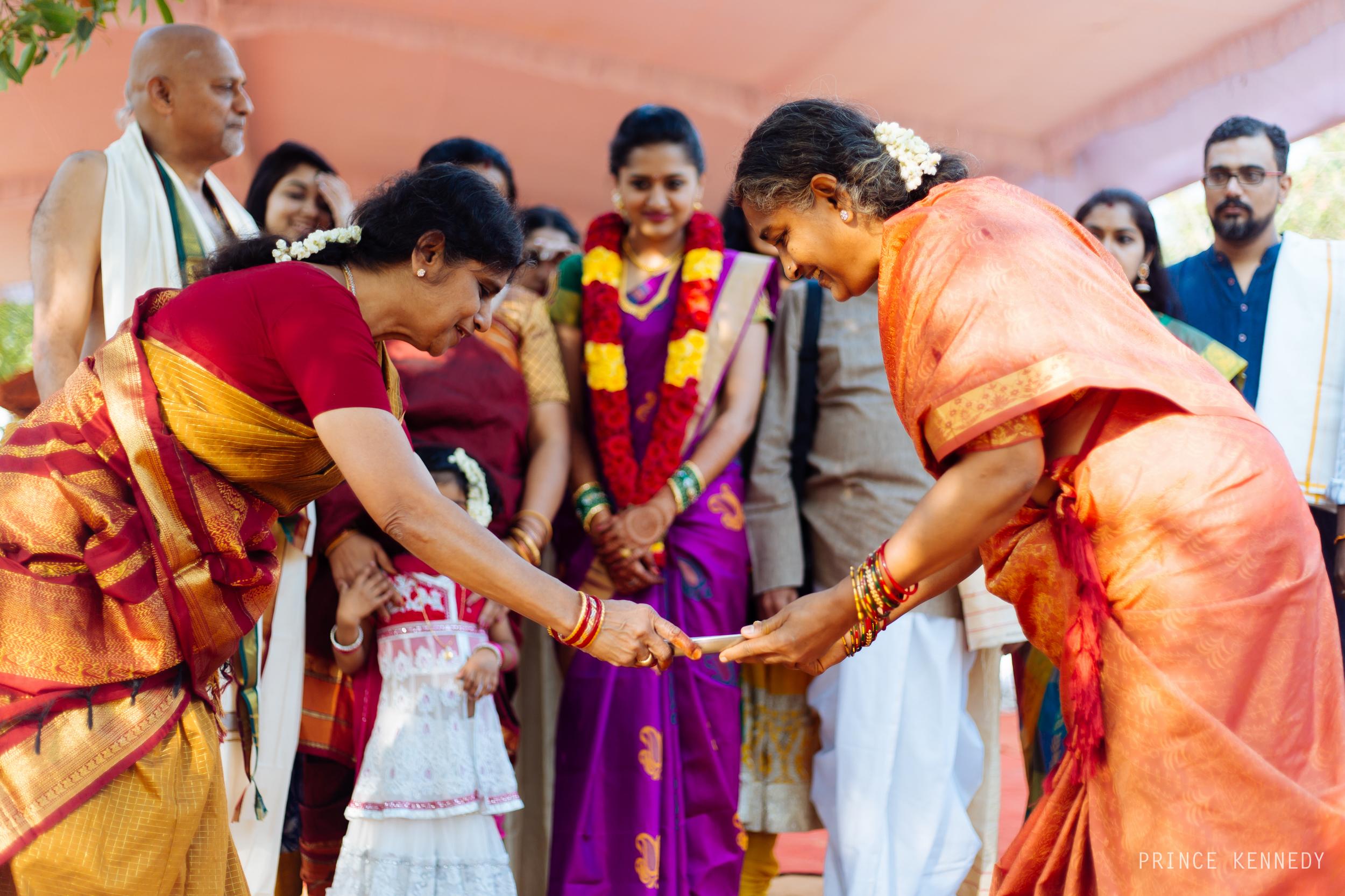 Athmajja-Nithesh-Engagement-Couple-Portrait-Portraiture-Wedding-Couple-Portrait-Chennai-Photographer-Candid-Photography-Destination-Best-Prince-Kennedy-Photography-45.jpg
