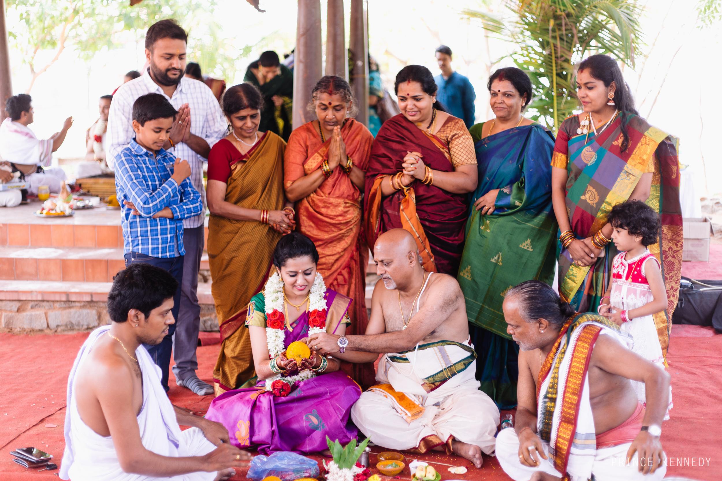 Athmajja-Nithesh-Engagement-Couple-Portrait-Portraiture-Wedding-Couple-Portrait-Chennai-Photographer-Candid-Photography-Destination-Best-Prince-Kennedy-Photography-124.jpg