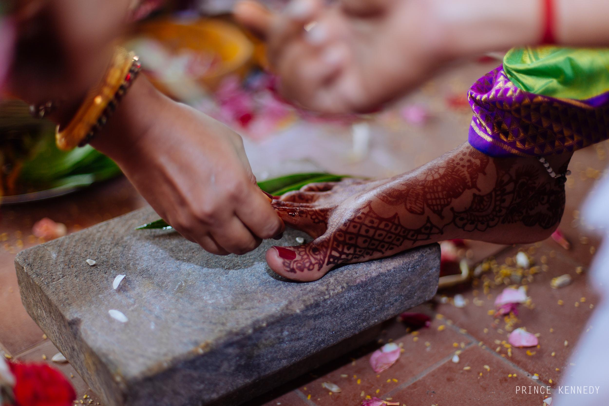 Athmajja-Nithesh-Engagement-Couple-Portrait-Portraiture-Wedding-Couple-Portrait-Chennai-Photographer-Candid-Photography-Destination-Best-Prince-Kennedy-Photography-315.jpg