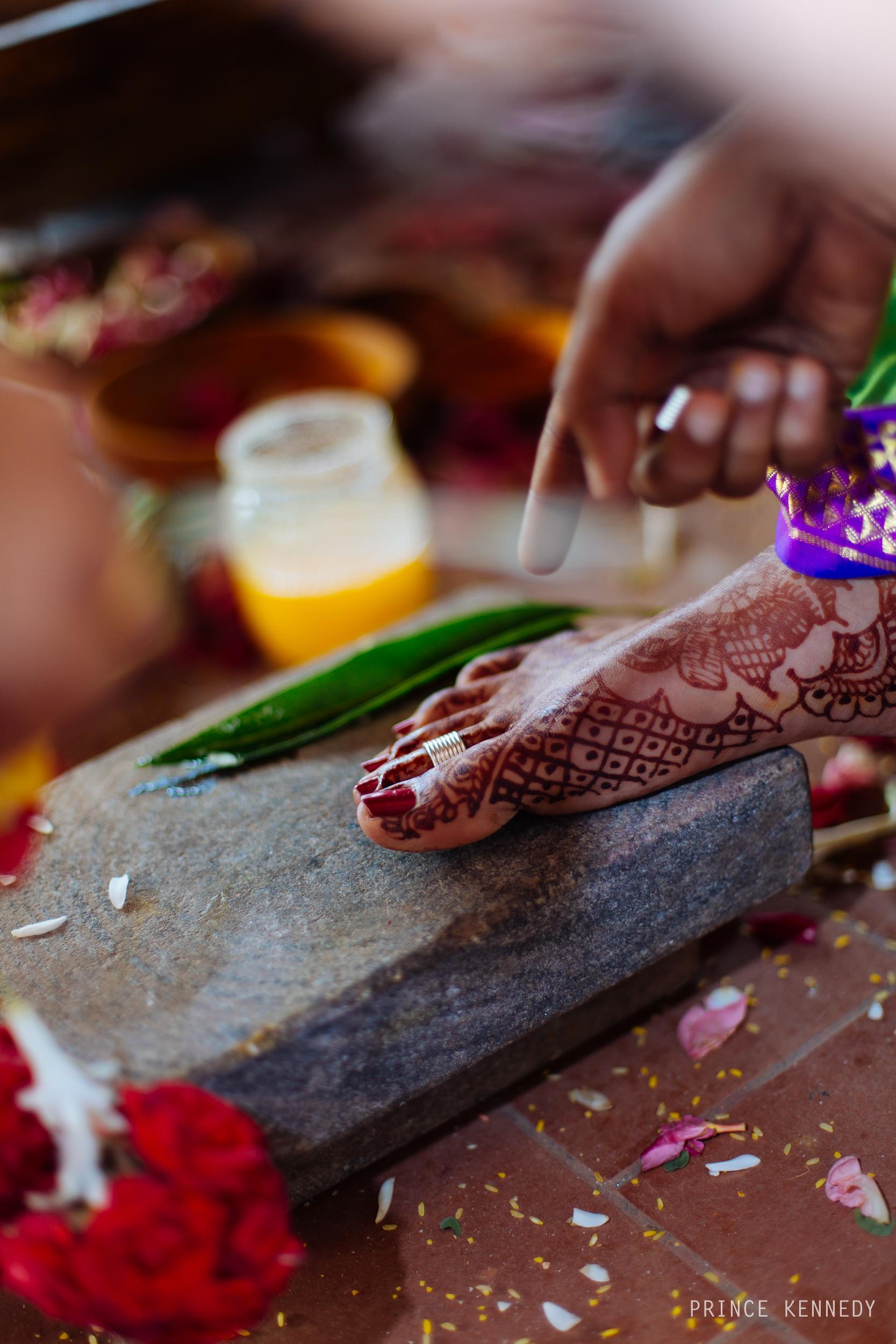 Athmajja-Nithesh-Engagement-Couple-Portrait-Portraiture-Wedding-Couple-Portrait-Chennai-Photographer-Candid-Photography-Destination-Best-Prince-Kennedy-Photography-319.jpg