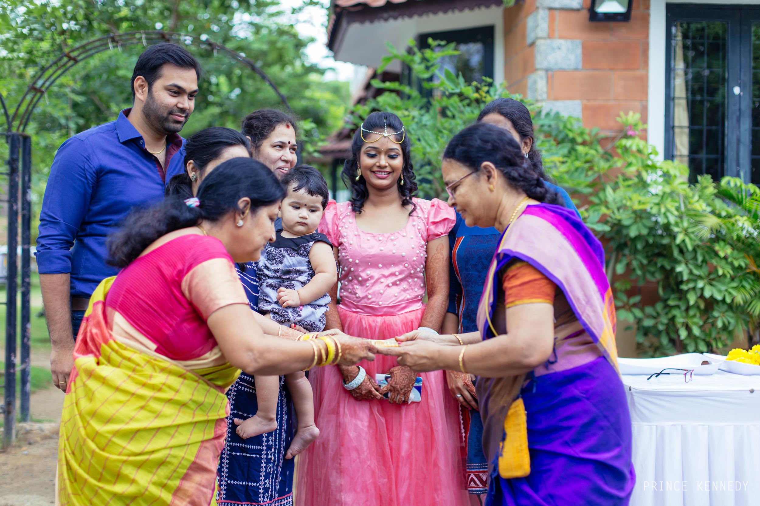 Engagement-Couple-Portrait-Portraiture-Wedding-Couple-Portrait-Chennai-Photographer-Candid-Photography-Destination-Best-Prince-Kennedy-Photography-18.jpg