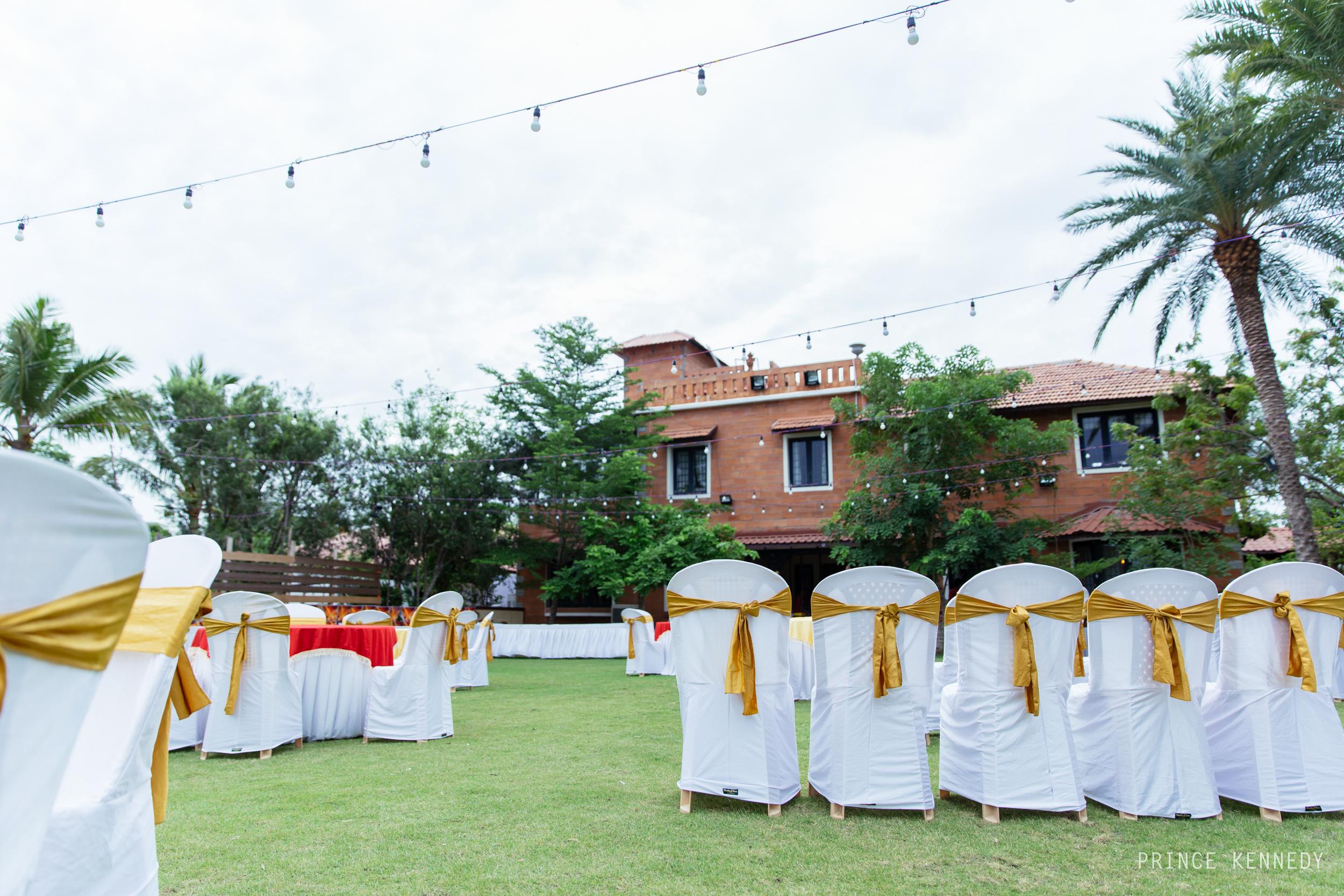 Engagement-Couple-Portrait-Portraiture-Wedding-Couple-Portrait-Chennai-Photographer-Candid-Photography-Destination-Best-Prince-Kennedy-Photography-74.jpg