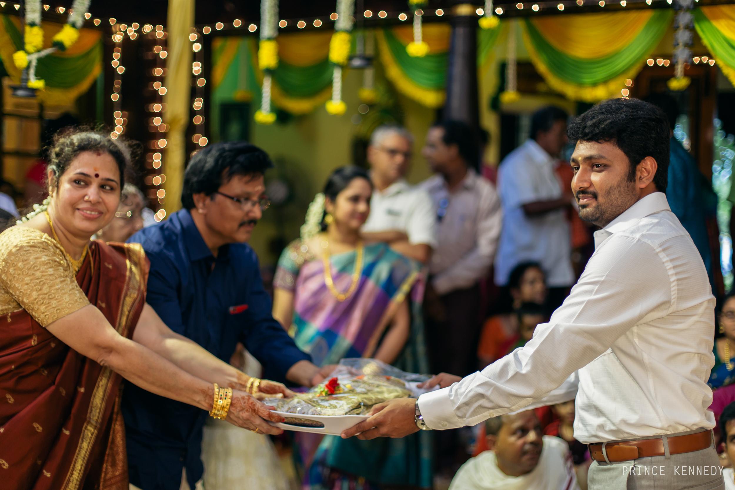 Engagement-Couple-Portrait-Portraiture-Wedding-Couple-Portrait-Chennai-Photographer-Candid-Photography-Destination-Best-Prince-Kennedy-Photography-125.jpg