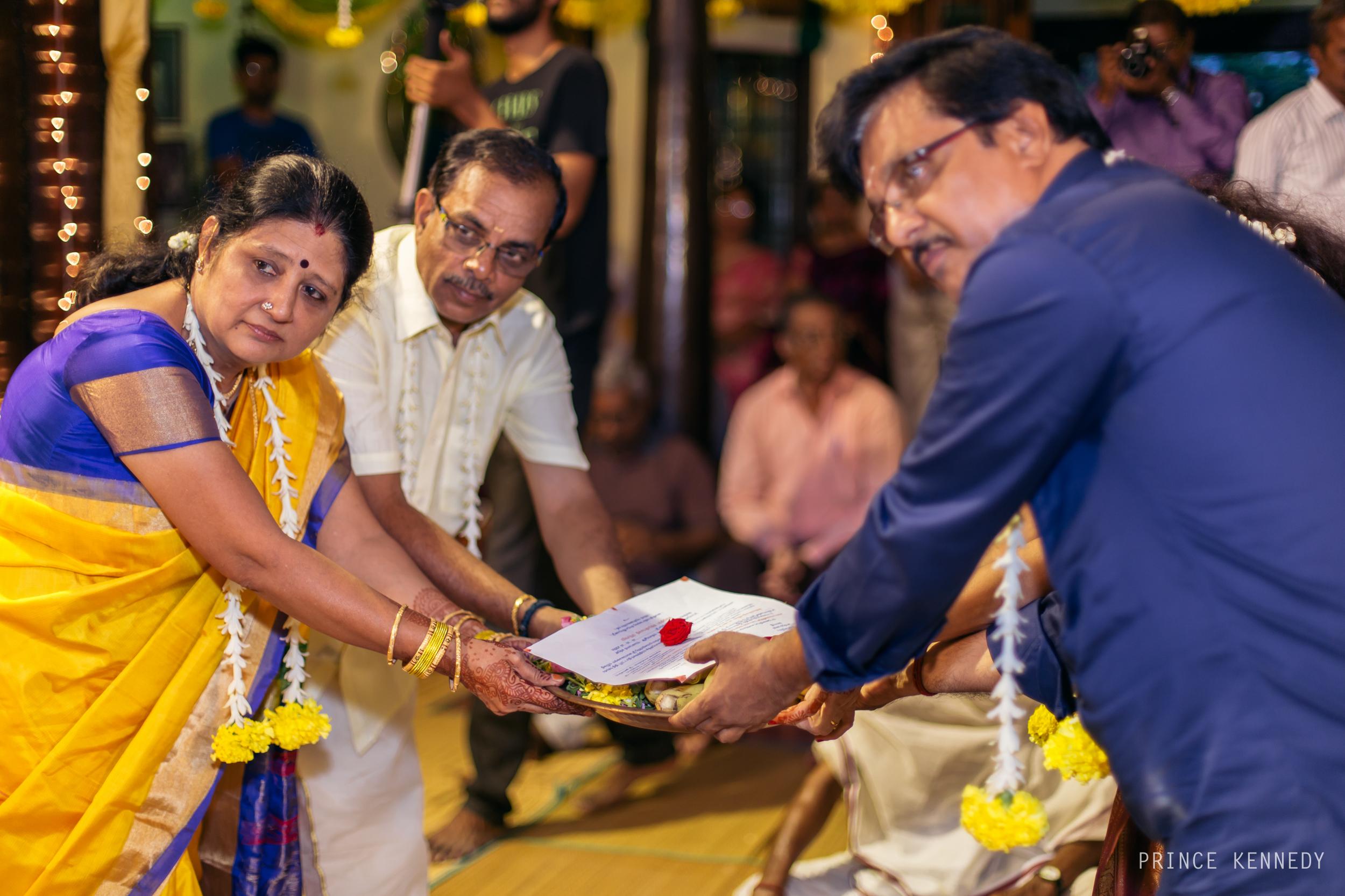 Engagement-Couple-Portrait-Portraiture-Wedding-Couple-Portrait-Chennai-Photographer-Candid-Photography-Destination-Best-Prince-Kennedy-Photography-193.jpg