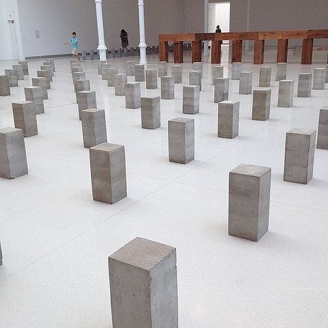 Carl Andre. Palacia Velazquez.⠀⠀ .⠀⠀ .⠀⠀ .⠀⠀ #art #carlandre #artlovers #installation #minimal #topstylefiles #bedroom #bedroomdesign #bedding #interior123 #interiordesign #ethical #minimalism #interiors #sleepwithus